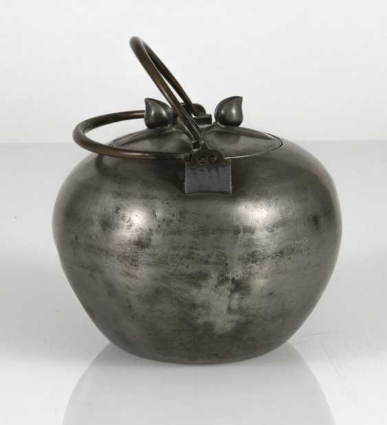 Teapot made of Tin, the lid with plastic peaches - photo 4