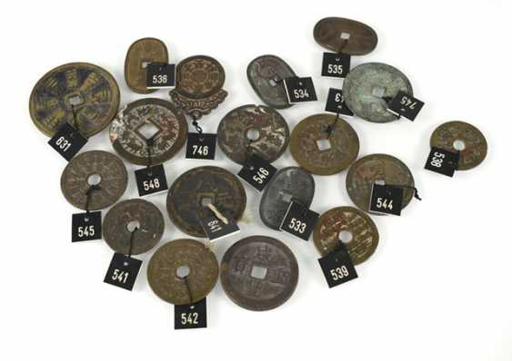 18 coin-shaped amulets, including the 12 signs of the zodiac and the eight trigrams - photo 1