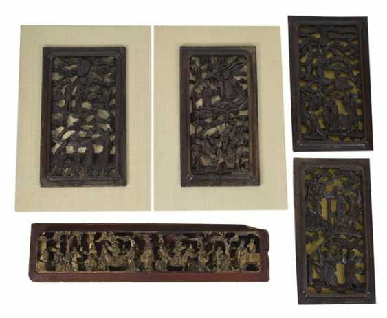 Five carved panels, some with gold lacquer - photo 1