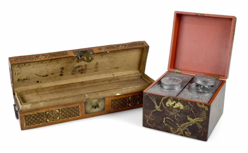 Leather box and a Few tea tins in wood crate - photo 1