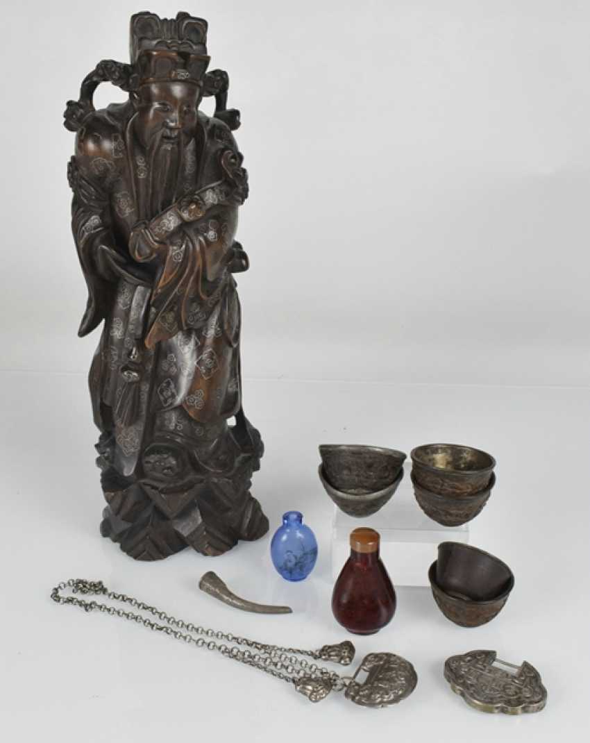 Vintage art craft: hard wood figure, Snuffbottles, coconut cups, among others - photo 2