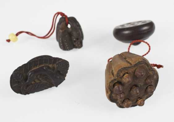 Seven Netsuke and Toggles, wooden, inter alia, in the Form of a Lotus Bud - photo 2