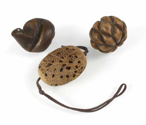 Seven Netsuke and Toggles, wooden, inter alia, in the Form of a Lotus Bud - photo 3