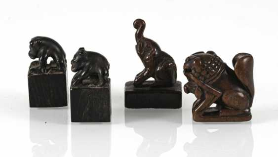 Group of four small seals with zoomorphic knobs of wood/bamboo - photo 3