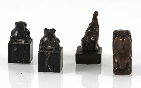 Group of four small seals with zoomorphic knobs of wood/bamboo - photo 4