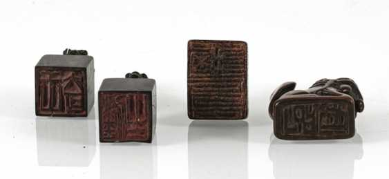 Group of four small seals with zoomorphic knobs of wood/bamboo - photo 5