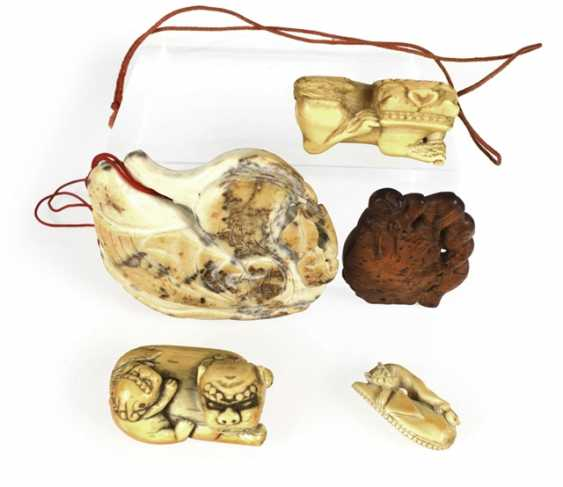 Three Toggles and two pendants, including ivory and wood - photo 1