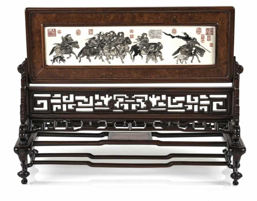 Table control screen made of hard wood with engraved and inscribed ivory plaque - photo 1