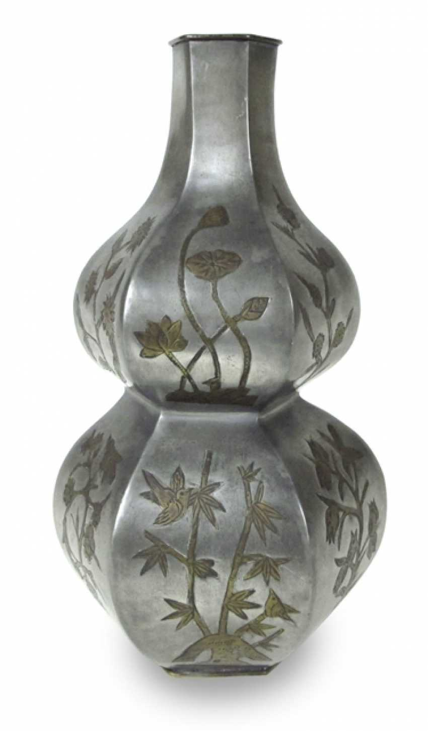 Tin Vase in double gourd form with Lotus decoration - photo 1