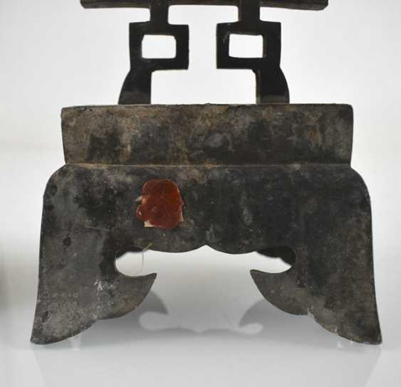 Pair of candle holder made of Tin with Shuangxi decor - photo 2