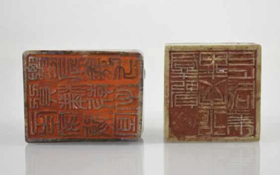 Two soapstone seals with Shishi and toads decor - photo 3