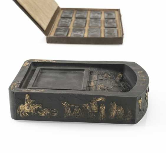 Lot of two Tuschreibesteinen and box with twelve ink stones - photo 5