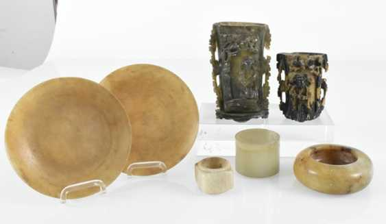 Group of Works made of stone, including soapstone, brushes, cups, bowls and lidded box - photo 2