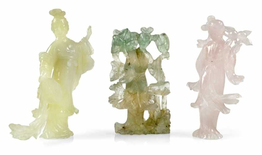 Three figural carvings from Bovenit, beryl and rose quartz - photo 1
