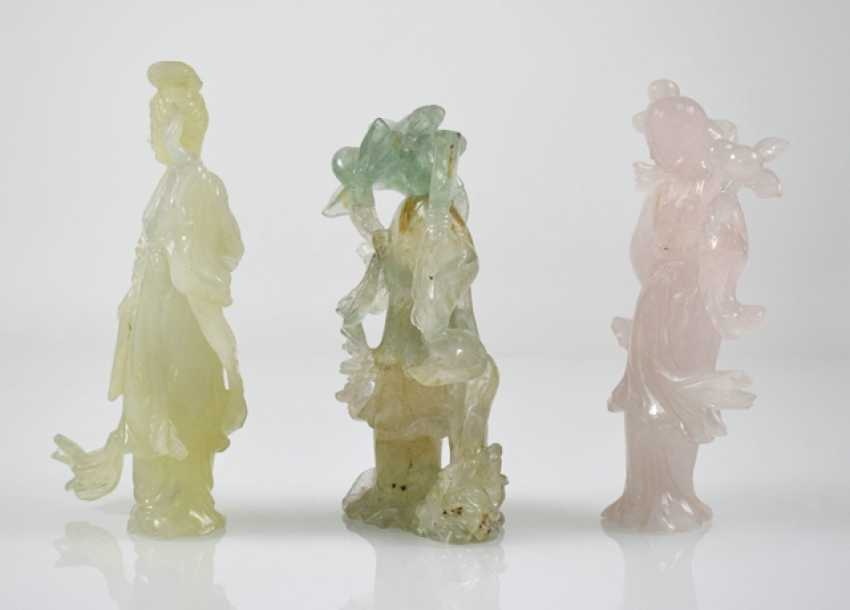 Three figural carvings from Bovenit, beryl and rose quartz - photo 5