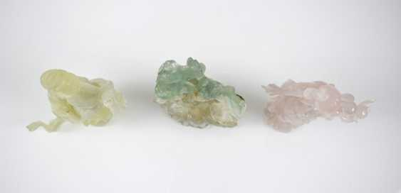 Three figural carvings from Bovenit, beryl and rose quartz - photo 6
