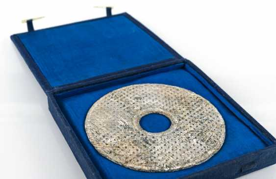 Bi-disk made of green glass, in cloth Box, old inscribed label - photo 3