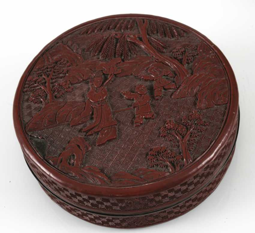 Round and rectangular lidded box with lacquer red decor of boys ' and scholars - photo 3