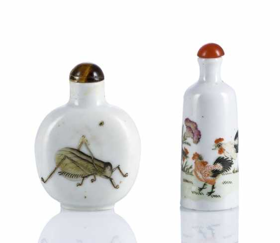 Two porcelain-Snuffbottles with on-glaze painting: tap and Grille - photo 1
