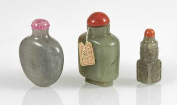 Group of three Snuffbottles from celadon coloured Jade - photo 2