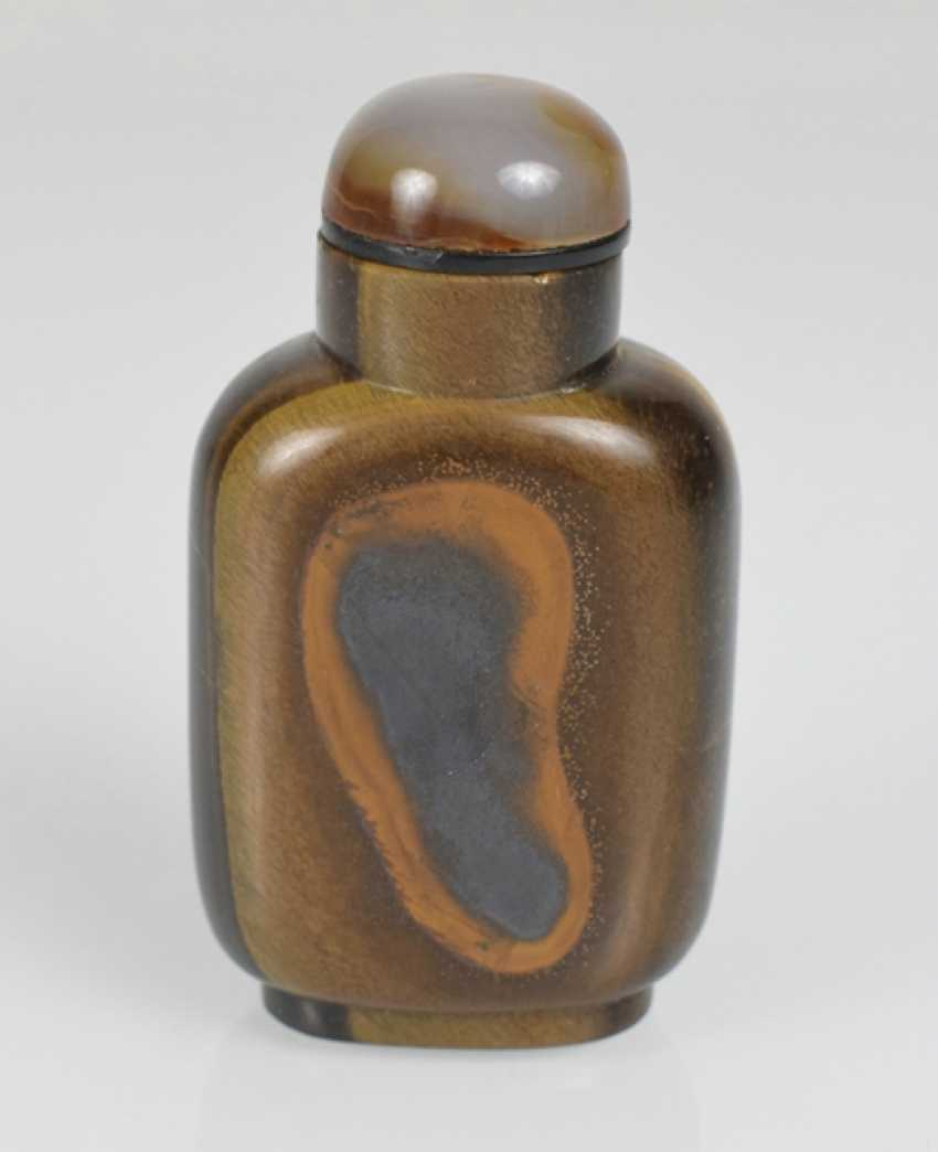 Rare Snuffbottle made of tiger eye with a deer, pine, and rocks in Relief - photo 2