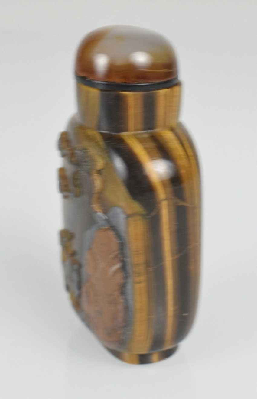 Rare Snuffbottle made of tiger eye with a deer, pine, and rocks in Relief - photo 3