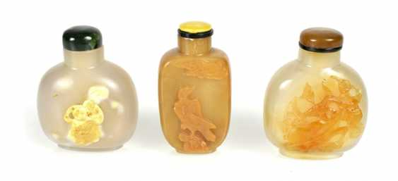 Three Snuffbottles made of agate with a relief carving, including eagles, monkeys, mother and boy - photo 1