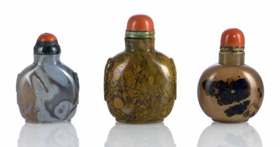 Group of agate-Snuffbottles, and in part with cut-out lion mask handles - photo 1