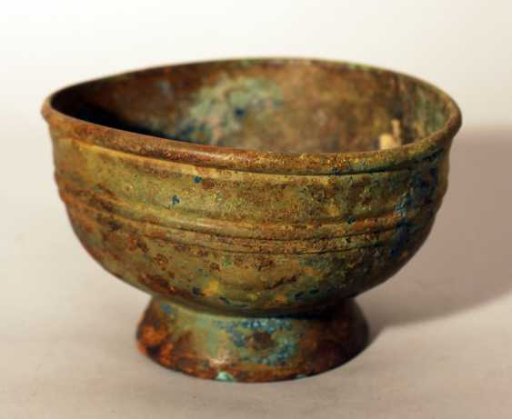 Chinese bronze bowl in archaic style, round shape with several deformations, on stand ring with fluted decorations - photo 1