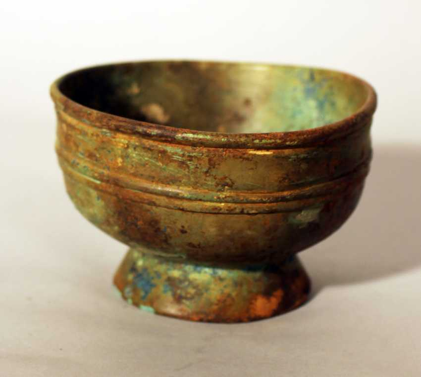 Chinese bronze bowl in archaic style, round shape with several deformations, on stand ring with fluted decorations - photo 2