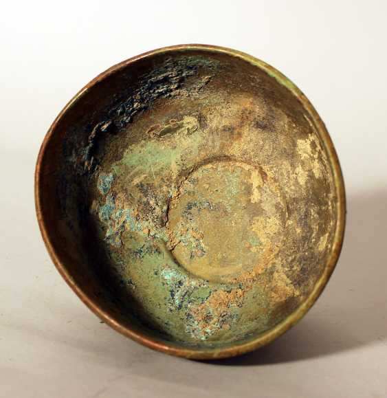 Chinese bronze bowl in archaic style, round shape with several deformations, on stand ring with fluted decorations - photo 3