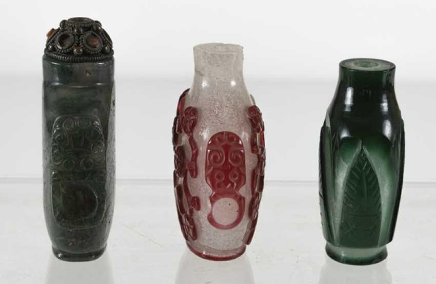 Three Snuffbottles made of glass - photo 2