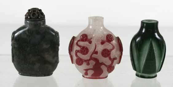 Three Snuffbottles made of glass - photo 3