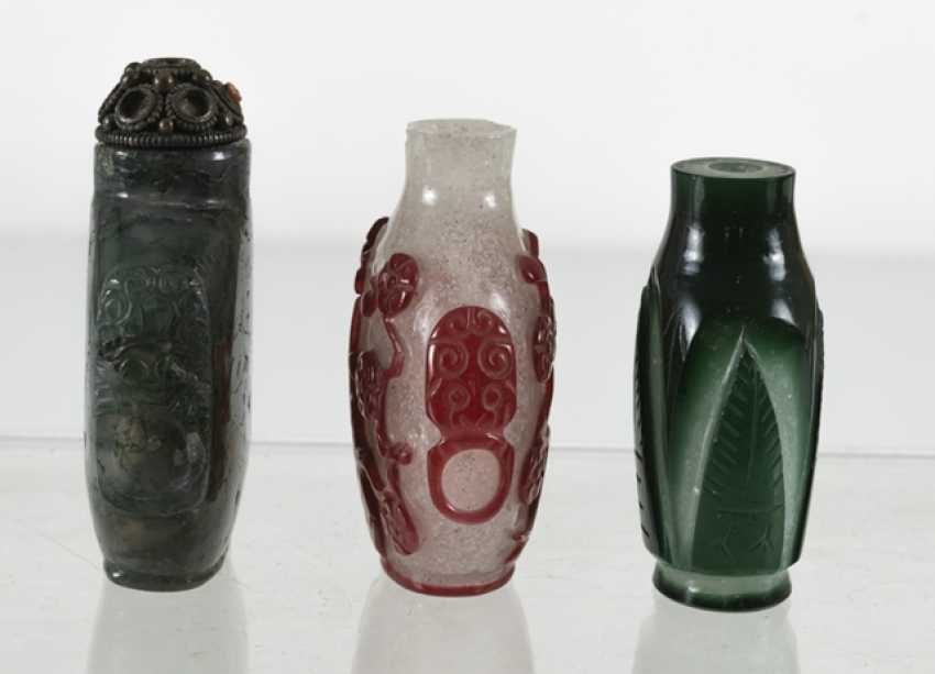 Three Snuffbottles made of glass - photo 4