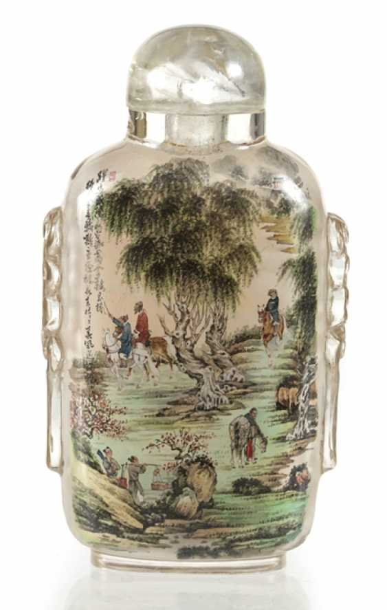 Snuffbottle made of glass with a fine interior painting - photo 1