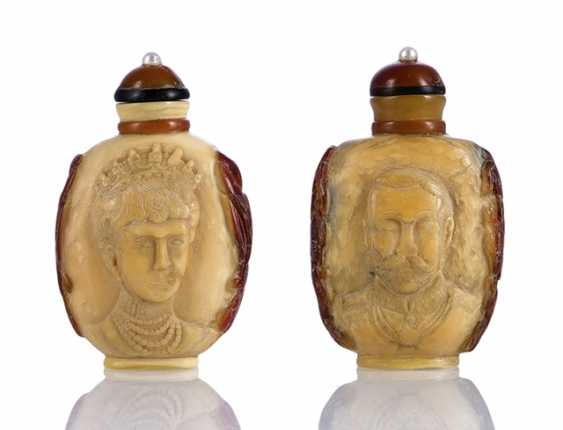 Pair of Hornbill-Snuffbottles with portraits of Queen Victoria and Prince Albert - photo 1