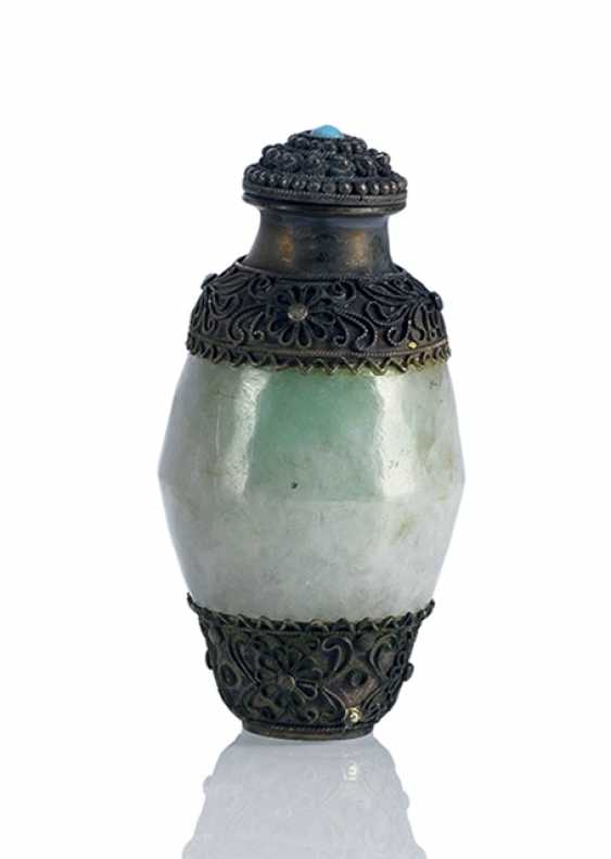 Jadeite-Snuffbottle with silver mounts - photo 1