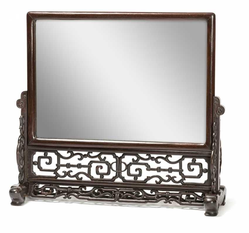 Geschnitzter Stand mit Spiegel in zwei Teilen und kleiner Tisch - Foto 1