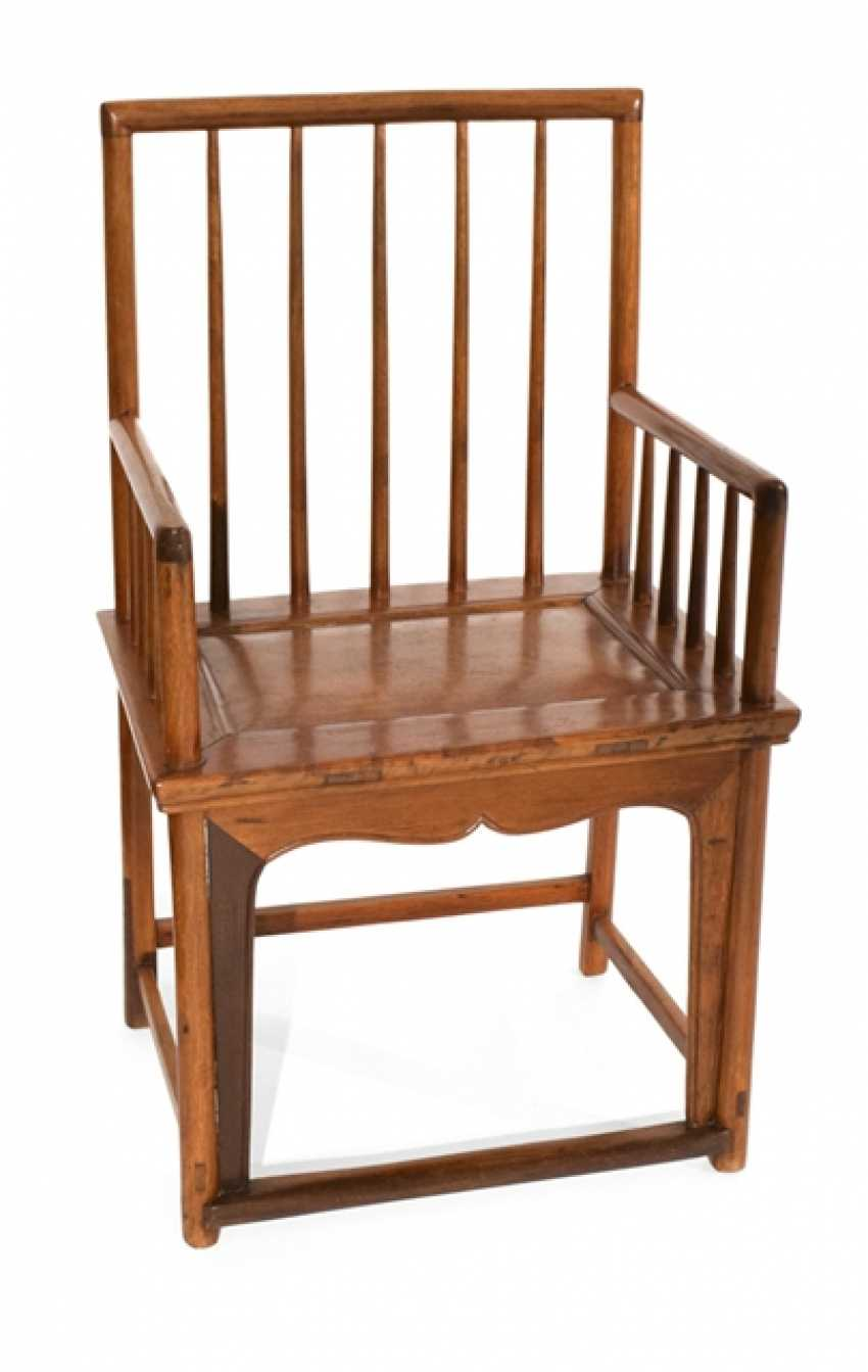 Armchair made of hard wood - photo 1