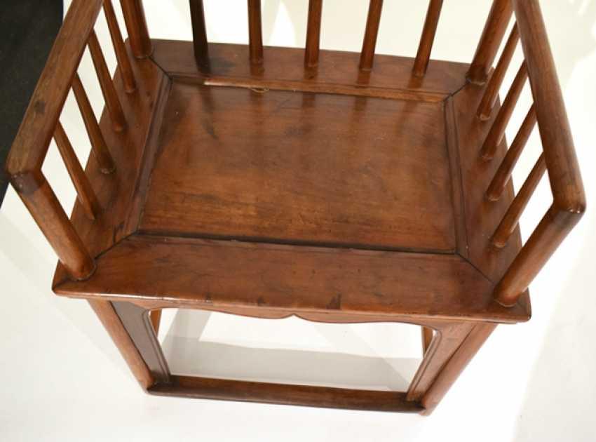 Armchair made of hard wood - photo 2