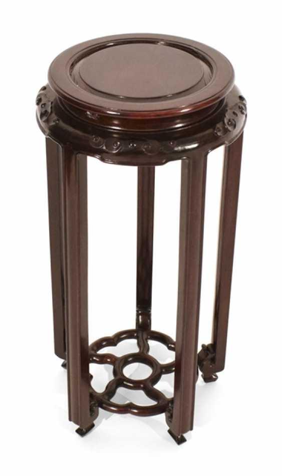 Vase stand made of hard wood - photo 1