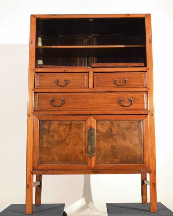 Two-door hardwood Cabinet with three relapses - photo 2