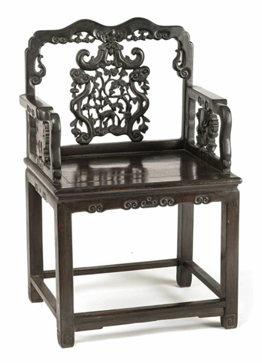 Кресло из твердой древесины - фото 1