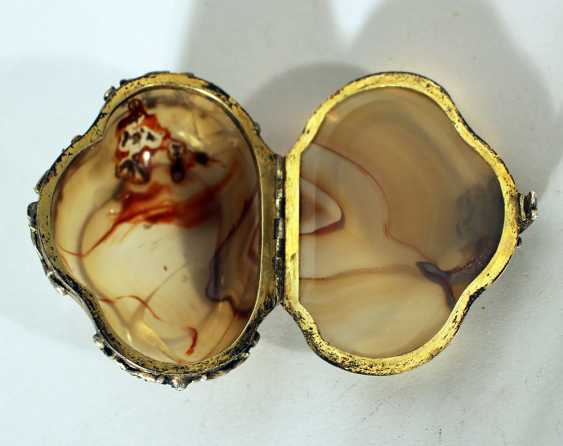 German baroque snuff box in cartouche shape with bowed and cutted stone lid and box - photo 2