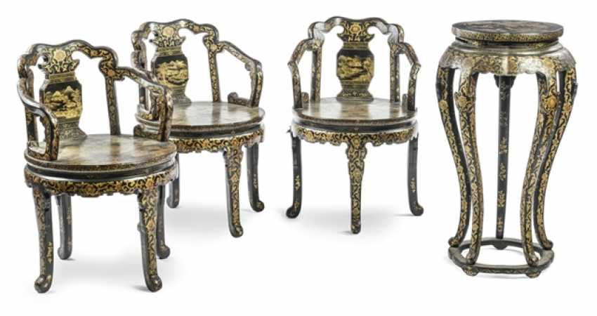 Three chairs and a Vase with gold paint decoration - photo 1