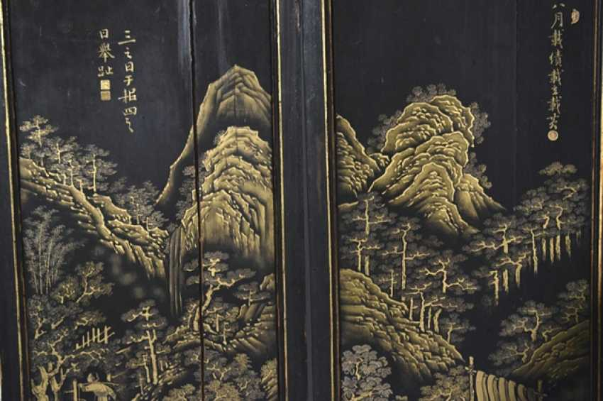 Eight-piece control screen with landscape decoration in gold lacquer - photo 2