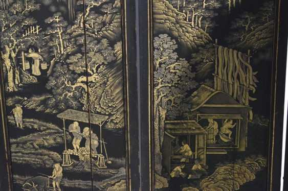 Eight-piece control screen with landscape decoration in gold lacquer - photo 3
