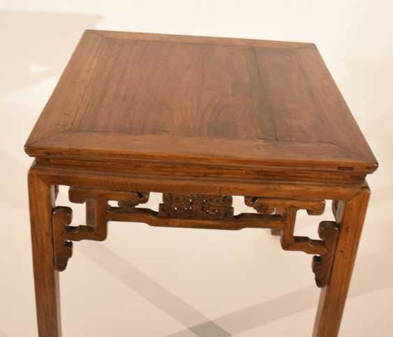 Square hardwood table with volute-shaped frame - photo 2