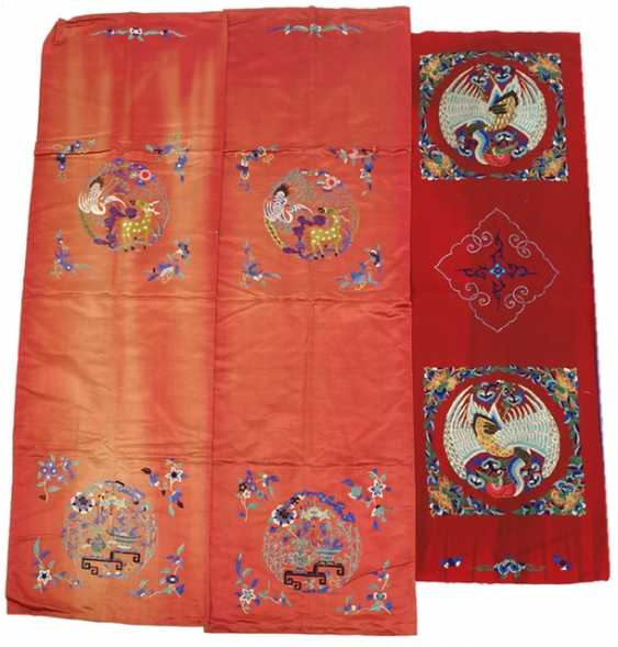 Mixed lot of red textiles with embroidery - photo 1