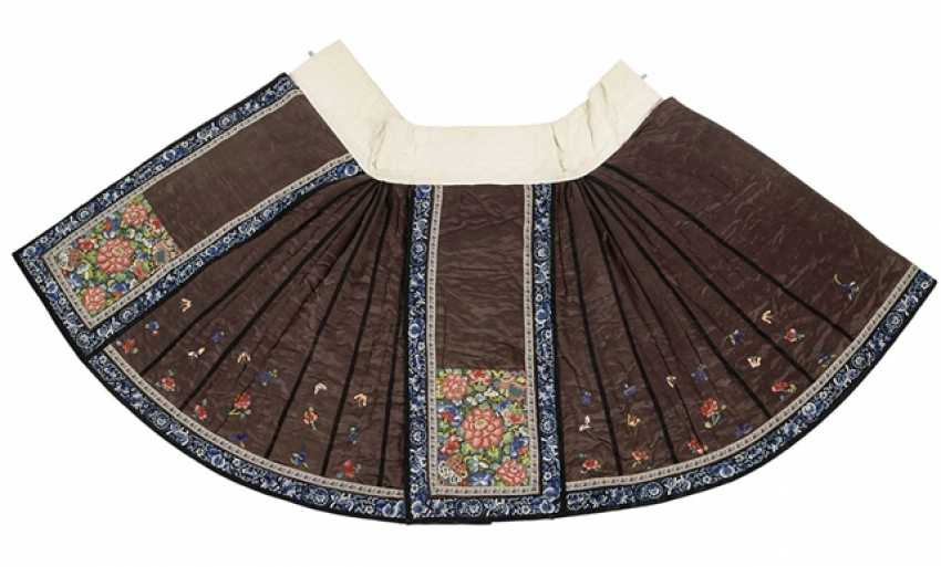 Lined skirt in silk with fine floral embroidery - photo 1